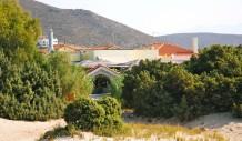 Η πύλη που οδηγεί μέσα από το Camping στην παραλία του Σίμου