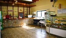 Στον χώρο της καφετέριας θα βρείτε εκτός από καφέ, σνακς, αναψυκτικά και παγωτά καθώς και ποικιλία από coctails.