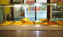 Ο σεφ του εστιατορίου του Simos Camping καθημερινά σας ετοιμάζει γευστικά φαγητά με άριστη ποιότητα